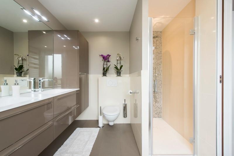 la cuisine dans le bain with la cuisine dans le bain. Black Bedroom Furniture Sets. Home Design Ideas