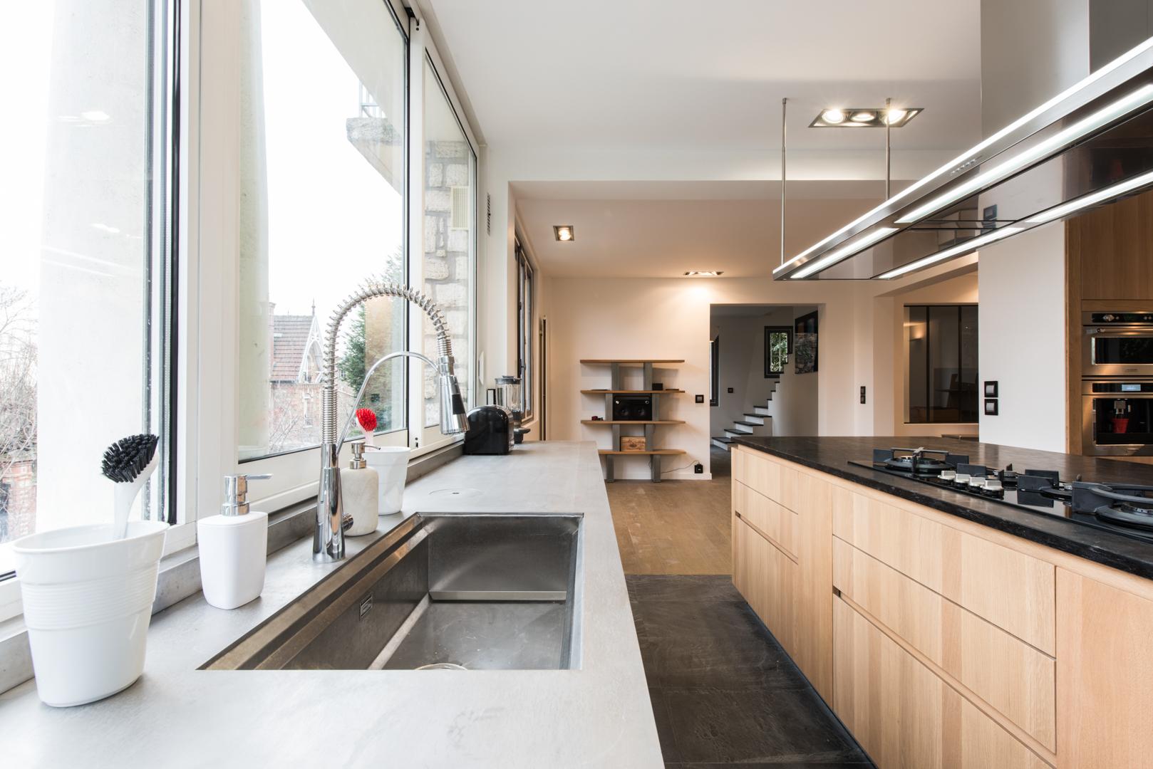 good la cuisine dans le bain with la cuisine dans le bain. Black Bedroom Furniture Sets. Home Design Ideas