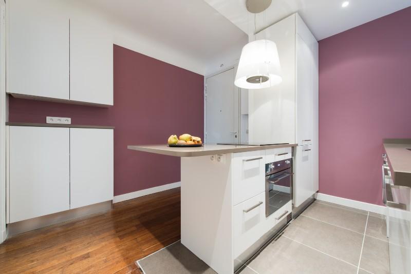 perfect la cuisine dans le bain with la cuisine dans le bain. Black Bedroom Furniture Sets. Home Design Ideas