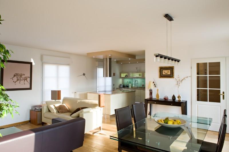 Cuisine design classique et marbre poli armony cucine paris for Cuisine equipee classique