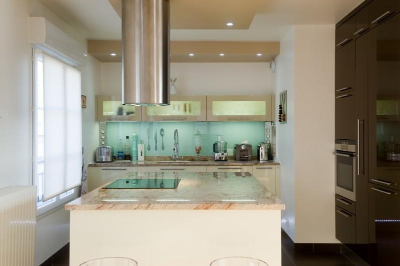 Cuisine design classique et marbre poli armony cucine paris for Cuisine 8m2 ouverte