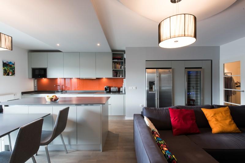 Projet cuisine salon linéaire avec grand îlot central Paris
