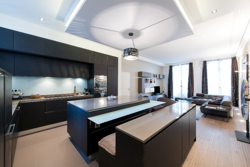 Cuisine ouverte avec lot r tro clair ged cucine paris for Ilot central cuisine ouverte