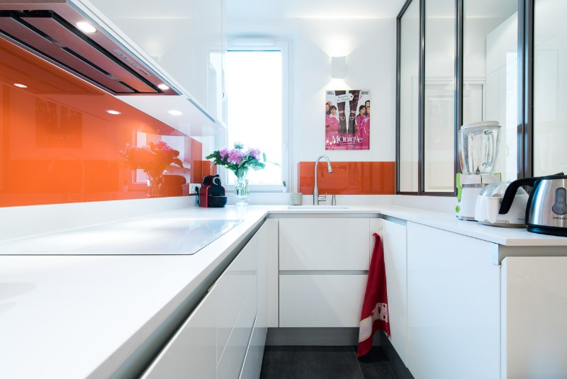 Am nagement cuisine en u design italien finition laque for Amenagement credence cuisine