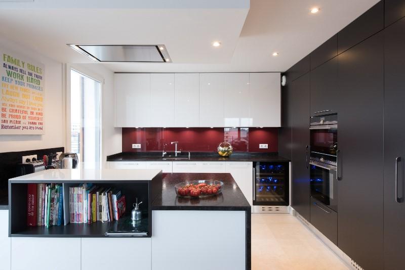 Grande cuisine ouverte avec lot armony cucine paris for Cuisine avec ilot central ouverte sur salon