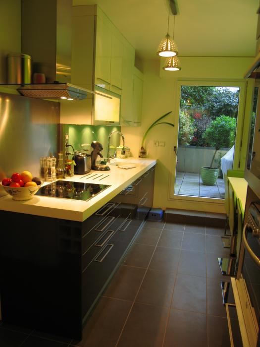 excellent skconcept cuisine beta laqu brillant noir et blanc with cuisine noir brillant. Black Bedroom Furniture Sets. Home Design Ideas
