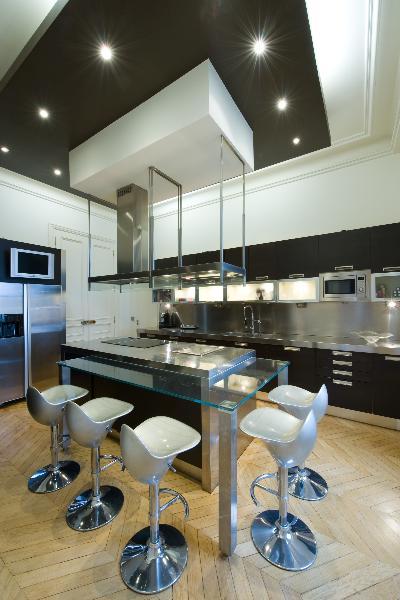 R novation d 39 un appartement haussmannien parisien et for Cuisine lineaire design