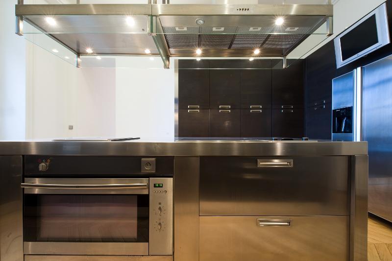 r novation d 39 un appartement haussmannien parisien et cr ation d 39 une cuisine design professionnel. Black Bedroom Furniture Sets. Home Design Ideas
