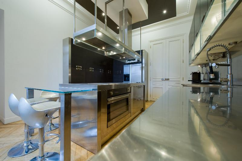Cuisine design appartement pr l vement d for Cuisine design appartement haussmannien