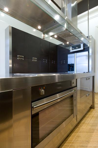 R novation d 39 un appartement haussmannien parisien et for Cuisine design appartement haussmannien
