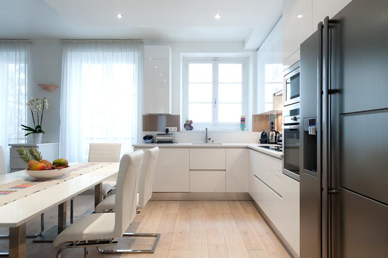 skconcept agencement d 39 une cuisine au design italien dans une finition blanc et plan de. Black Bedroom Furniture Sets. Home Design Ideas